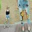 กางเกงยีนส์ผ้าด้านเอวสูงทรงกระบอกเล็ก งานปักเลื่อมแมวเหลืองกาฟิลด์ thumbnail 1