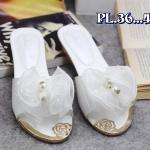 รองเท้าแฟชั่น ส้นเตี้ย แบบสวมแต่งดอกไม้และมุกสวยหวาน ส้นแต่งขอบทองหรู ใส่สบาย แมทสวยได้ทุกชุด