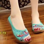 รองเท้าผ้าปักลายจีน คัทชูเปิดส้น งานปักดอกไม้สีสวยคลาสสิค สวมใส่ง่ายๆ ส้นสูง 1 นิ้ว พื้นด้านในซับฟองน้ำ ด้านนอกเป็นผ้าทอแน่นเนื้อดี ทรงน่ารัก ใส่สบาย แมทสวยได้ไม่เหมือนใคร