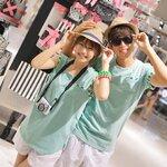 เดรสคู่รักเกาหลี แฟชั่นคู่รัก ชายเสื้อยืดคอกลมแขนสั้น + หญิงเสื้อยืดแขนสั้น  สีเขียว  +พร้อมส่ง+