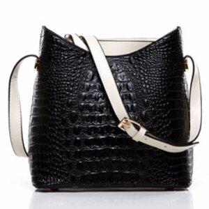 กระเป๋าแบรนด์ axixi หนัง แก้วปั้มลายจรเข้ผสมหนัง pu แบบเก๋ๆ สีดำ+ขาว (รับประกันของแท้เหมือนแบบ 100%)