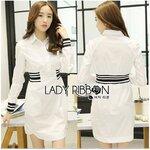 [พร้อมส่ง] เสื้อผ้าแฟชั่นเกาหลี Lady Ribbon's Made เดรสผ้าคอตตอนสีขาวเรียบ มีปก กระดุมครึ่งบน ช่วงเอวประดับด้วยผ้ายืดแถบขาว-ดำสองข้าง