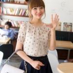 [พร้อมส่ง]เสื้อผ้าแฟชั่นเกาหลี flenkiy ผ้าไหม แต่งจีบที่คอ ผูกโบว์ด้านหลังคอ แขนตุ๊กตา ไม่มีซับใน สีเบจ ของจริงสีเข้มกว่้ารูป
