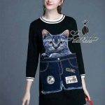 [พร้อมส่ง] เสื้อผ้าแฟชั่นเกาหลี เดรสแขนยาวทรงปล่อย ดีไซน์สุดน่ารักปักหน้าน้องแมว เพิ่มงานผ้ายีนส์ปักเป็นกางเกงขาสั้นบนตัวเดรสสีดำ