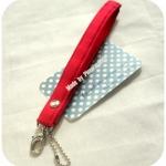 LMHB12 : สายกระเป๋าแบบคล้องข้อมือสีแดงสด 18 cm กว้าง 1.5 cm คร้า