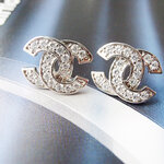 ต่างหูคริสตัล Chanel คิวบิก เซอร์คอเนีย
