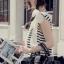 SISOUHOR เดรสแฟชั่นเกาหลี/เสื้อตัวยาวทรงปล่อย แขนล้ำ ลายขวางสีขาวสลับดำ ดีเทลผูกโบว์ใหญ่ที่ไหล่ สวยค่ะ thumbnail 7