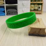 [สินค้าขายดี]สายรัดข้อมือ ริสแบนด์ เรารักในหลวง สีเขียวเข้ม