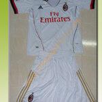 ชุดทีมเยือน AC Milan 2012 -2013