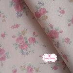 ผ้าคอตตอนญี่ปุ่น 100% 1/4เมตร พื้นสีชมพูอ่อน ลายดอกกุหลาบ