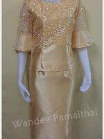 ชุดผ้าไหมอิตตาลี แต่งด้วยลูกไม้แก้ว แขนสามส่วน เสื้อ+กระโปรงยาว สีทองสว่าง เบอร์ M ใหญ่