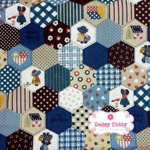 ผ้าคอตตอนไทย 100% 1/4 ม.(50x55ซม.) ลายต่อผ้าหกเหลี่ยม โทนสีน้ำเงิน