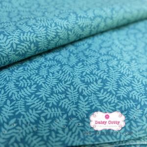 ผ้าคอตตอนไทย 100% 1/4 ม.(50x55ซม.) พื้นสีฟ้า ลายใบมะขาม