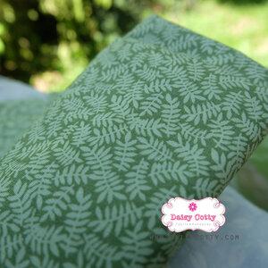ผ้าคอตตอนไทย 100% 1/4 ม.(50x55ซม.) พื้นสีเขียว ลายใบมะขาม