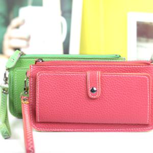 กระเป๋าสตางค๋ ใส่มือถือได้ด้วย ช่องซิปใส่เหรียญ บัตร แบงค์ ครบครัน พร้อมสายคล้อง