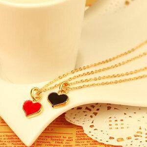 สร้อยคอ พร้อมจี้หัวใจ มี 2 สี ขาว และแดงสดใส