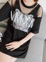 ชุดแฟชั่น ผ้า 2 ชิ้น เสื้อข้างในพิมพ์ลายเสือ + เสื้อซีทรูพิมพ์อักษร ใส่แยกได้ สีดำ