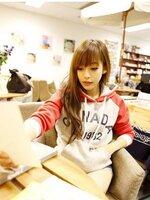 เสื้อแฟชั่นกันหนาว มีฮูส สีเทาแต่งแขนสีแดง พิมพ์ลายอักษร
